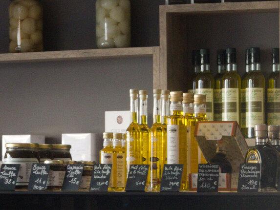 Produits en vente huile d'olive, anchoïade, aviar d?aquitaine...